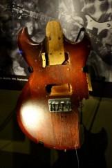 Cuerpo de guitarra destruida por Cobain