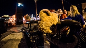 Trash costumes - Las Vegas Halloween 2017 at Fremont Street, by Juan Cardenas @desautomatas